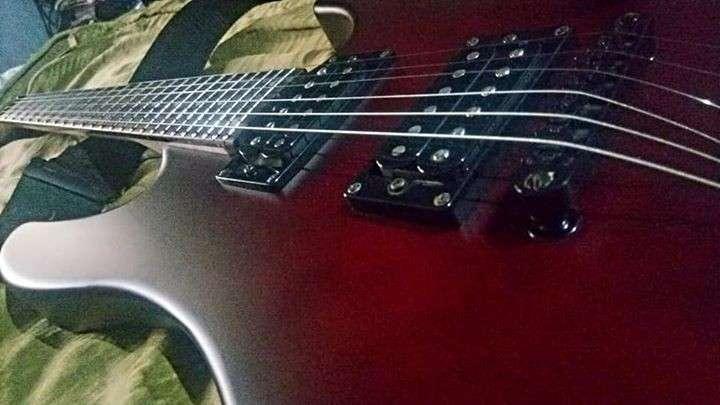 Guitarra Dean Vendetta XM •con estuche, correa, pedal, cable - 3