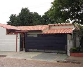 Casa en Asunción. A 3 avdas. (f de la mora/medicos/rca. Arg.
