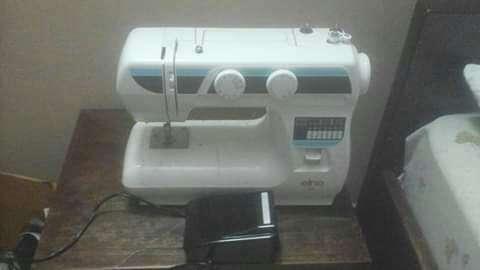 Maquina de coser..elna