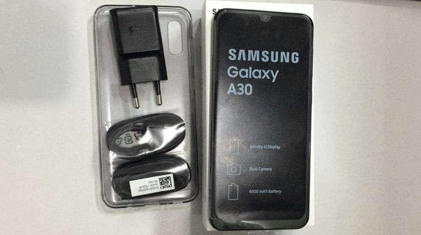 Samsung Galaxy A30 Dúos 32 gb - 0