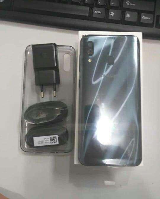 Samsung Galaxy A30 Dúos 32 gb - 1
