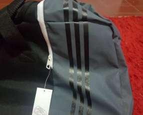 Bolsón Adidas con rueditas