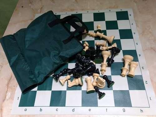 Ajedrez con tablero enrollable y piezas de plástico - 2