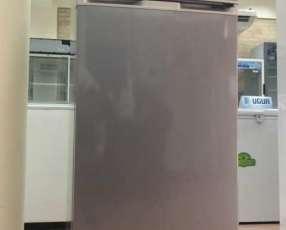 Heladera JAM color gris de 320 litros frío seco