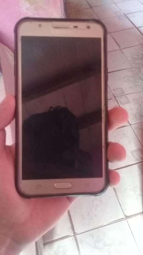Samsung Galaxy J7 Neo con gamepad Quanta - 1