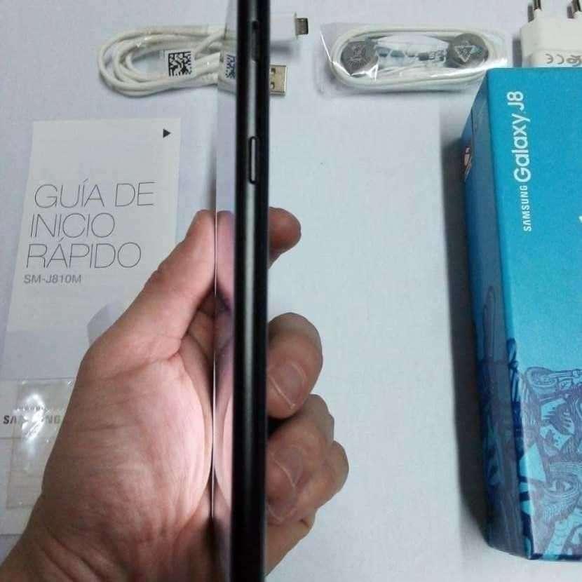 Samsung Galaxy J8 nuevo - 1