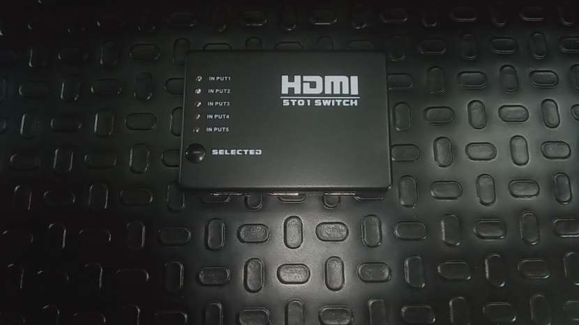 HDMI Splitter 5x1 con control - 2
