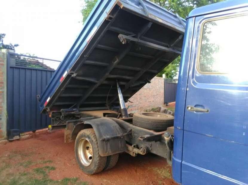 Camión tumba Mercedes Benz - 2