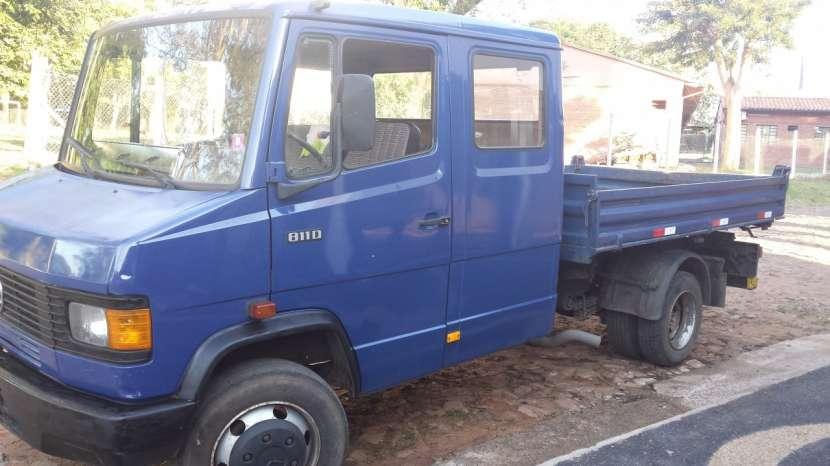 Camión tumba Mercedes Benz - 4
