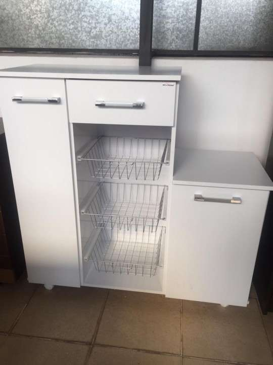 Mueble de cocina con fruteritos - 1