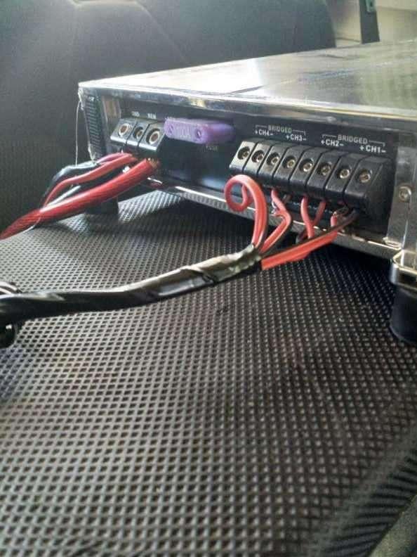 Caja con amplificador - 2
