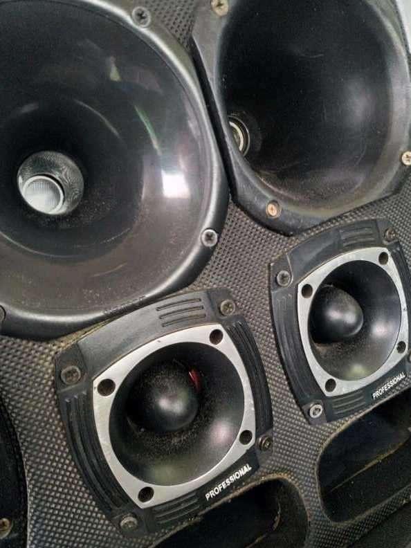 Caja con amplificador - 4