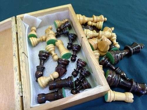Piezas de Ajedrez de madera lacada - 2