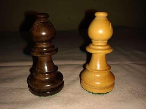 Piezas de Ajedrez de madera de muy buen tamaño y peso - 6