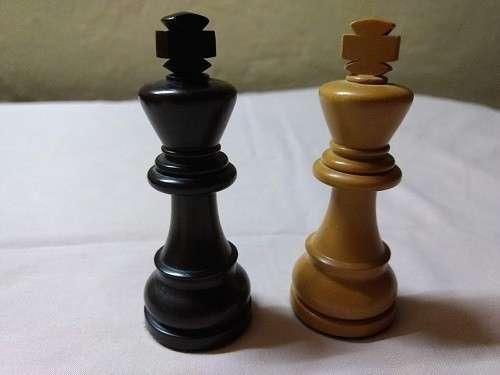 Piezas de Ajedrez de madera de muy buen tamaño y peso - 3