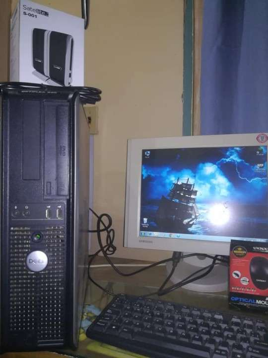 PC de escritorio Dell Optiplex 330 - 0