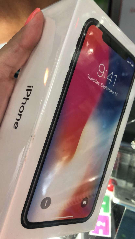 IPhone X de 64gb nuevo + protectores ANTISHOK en luchocell2 - 0