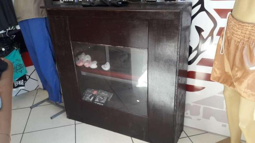 Mostrador de madera con vidrio - 0