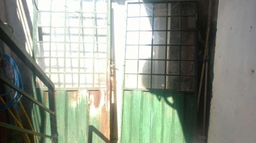 Puerta Metálica con cuadros de vidrios - 0