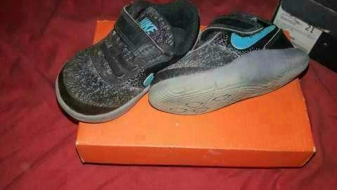 Calzado Nike flex para bebé calce 21 - 1