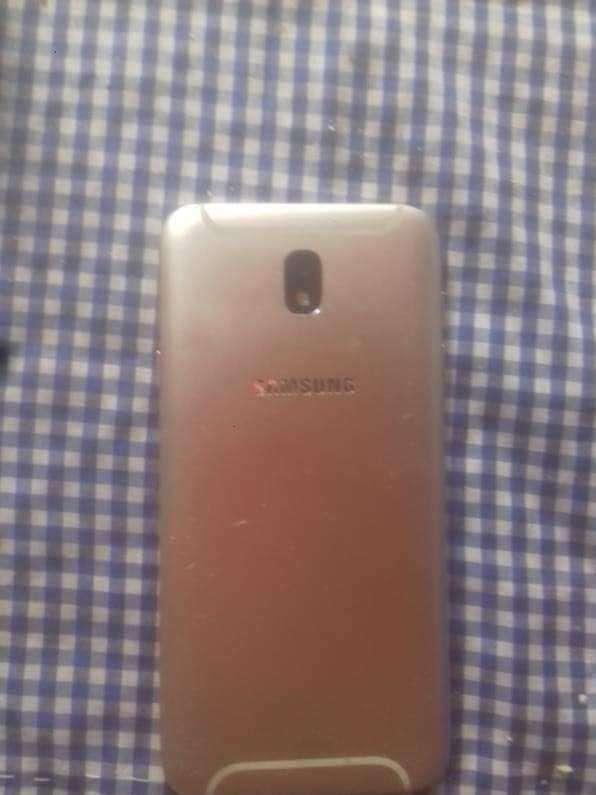 Samsung Galaxy J7 Pro de 32 gb - 0