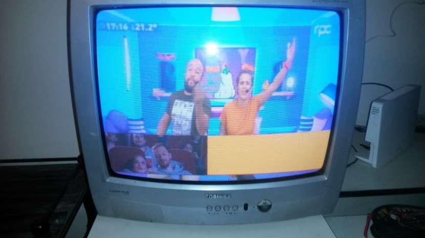 TV Toshiba de 21' y TV Midas de 14' - 4