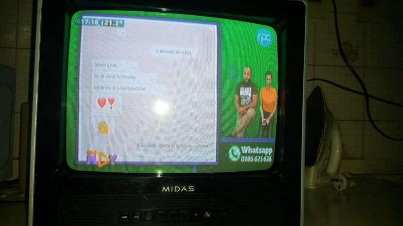 TV Toshiba de 21' y TV Midas de 14'