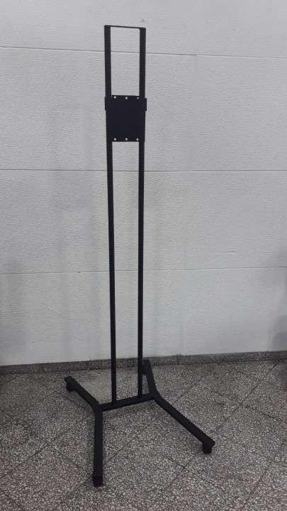 Tv movil , con soporte de piso