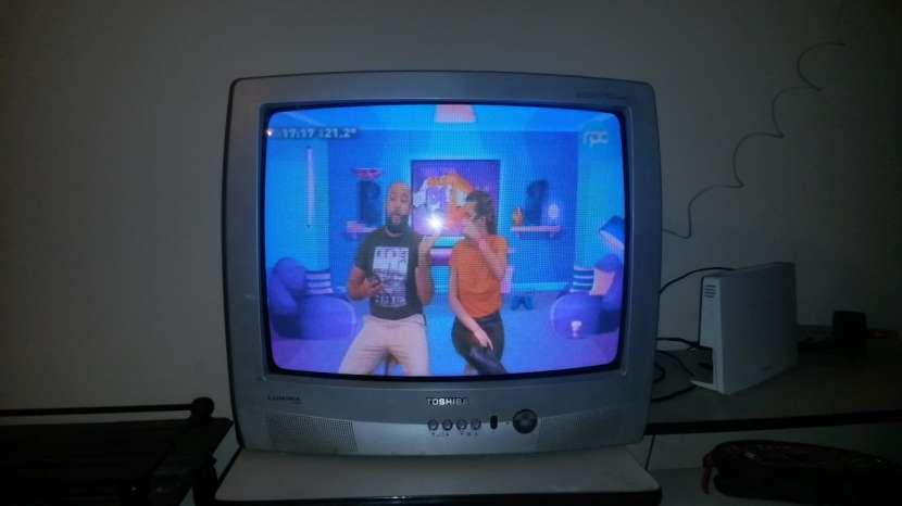 TV Toshiba de 21' y TV Midas de 14' - 2