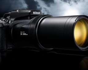 Cámara coolpix p1000 con lente 24-3000mm/wifi