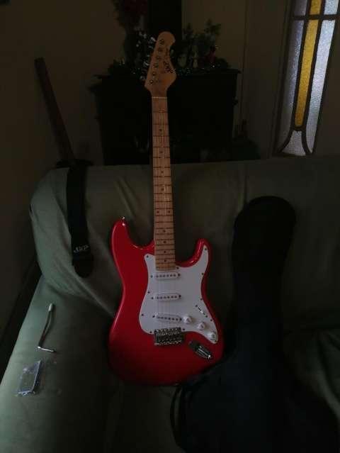 Guitarra eléctrica con afinador electrónico + Amplificador Skp - 0