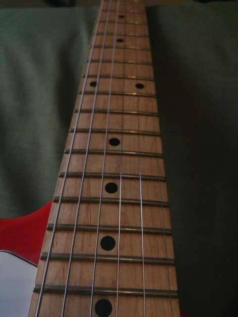 Guitarra eléctrica con afinador electrónico + Amplificador Skp - 2