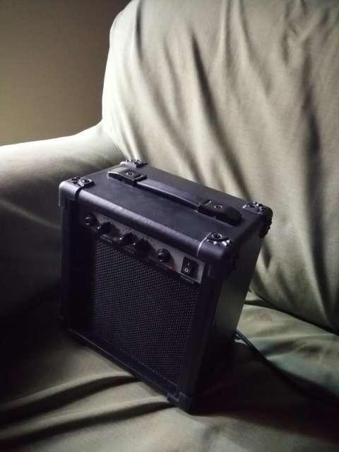 Guitarra eléctrica con afinador electrónico + Amplificador Skp - 7