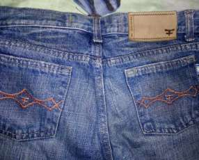 Jeans para dama kosiuko talle 27 y Hudson talle 29