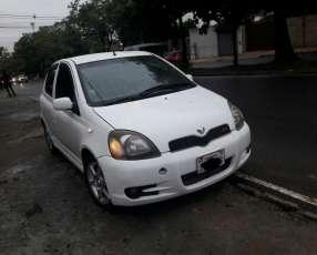 Toyota Vitz Rs 2001 blanco