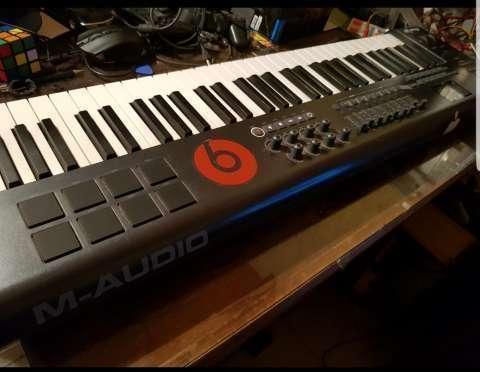 Teclado Controlador Midi M-Audio Axiom 61 - 0