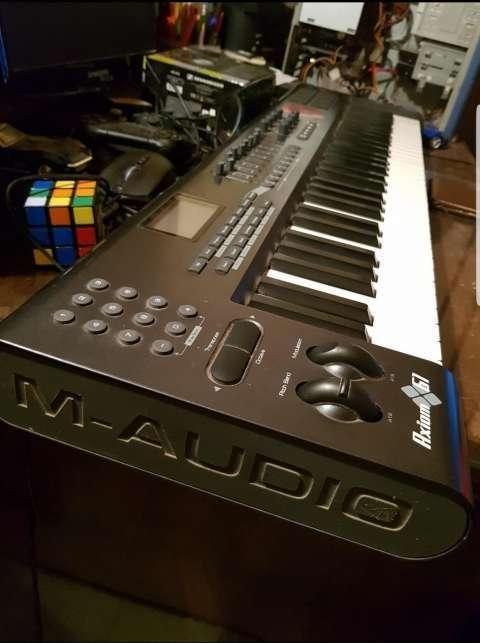 Teclado Controlador Midi M-Audio Axiom 61 - 1