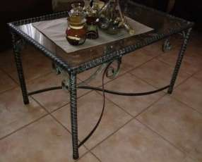 Mesa de hierro decorativa