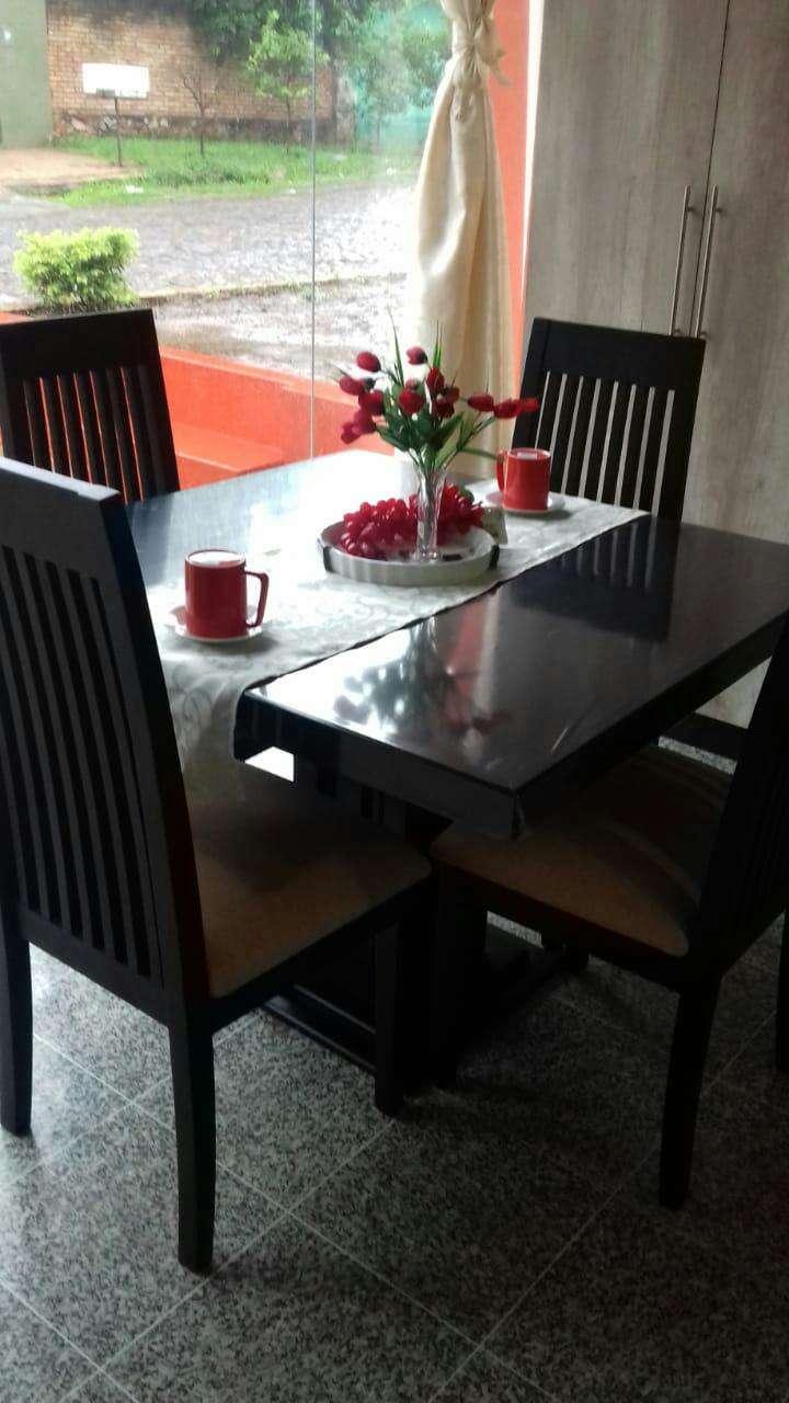 Comedor de cuatro sillas - 1