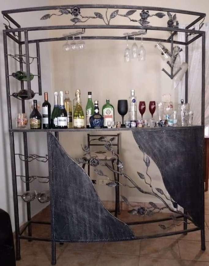 Bar de hierro con 3 sillas altas - 0