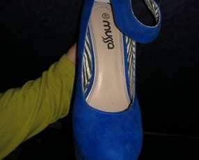 Calzado azul calce 40