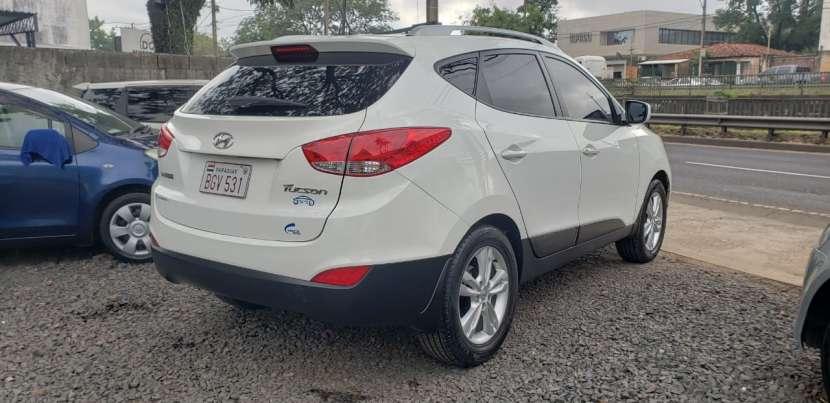 Hyundai Tucson 2011 blanco - 4