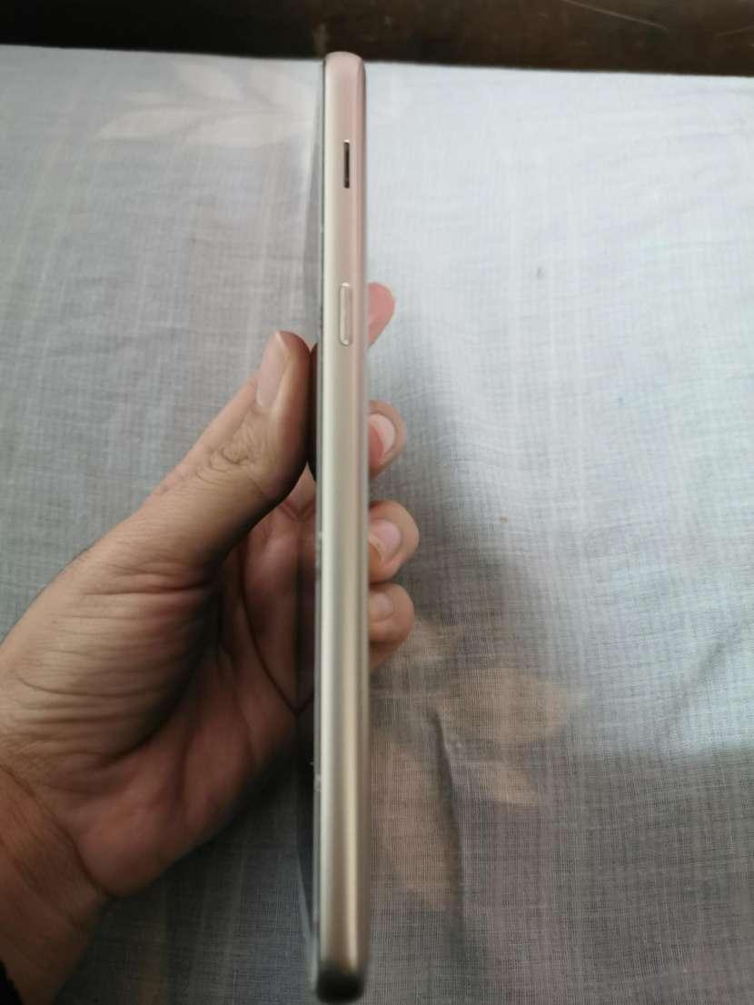 Samsung Galaxy J8 - 1