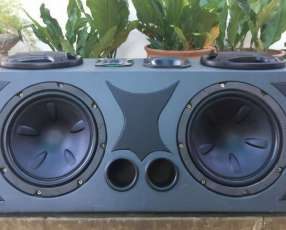 Caja acústica con amplificador
