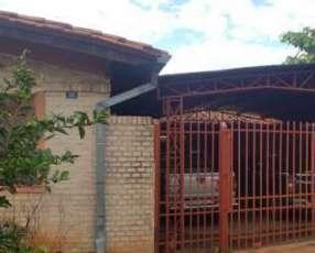 Casa con 9 dormitorios en Ñemby Barrio Mbocayaty