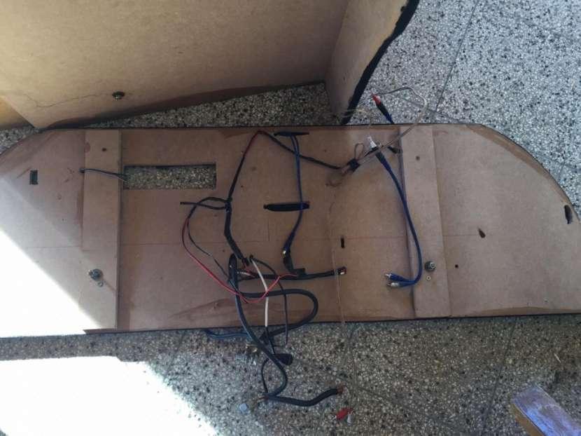 Caja de sonido vacia - 2
