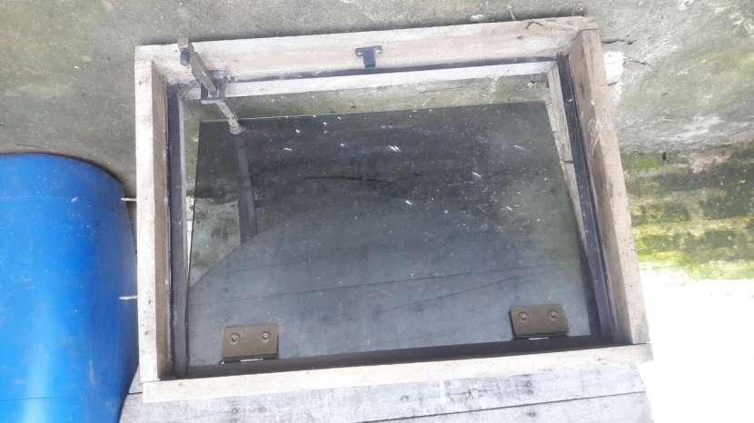 Ventana para baño con marco - 2
