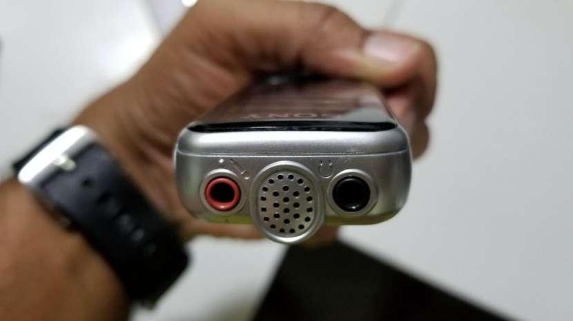 Grabadora Digital de Voz Sony ICD-BX140 de 4GB - 5