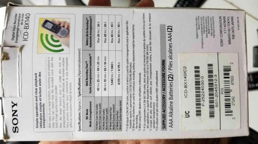 Grabadora Digital de Voz Sony ICD-BX140 de 4GB - 6