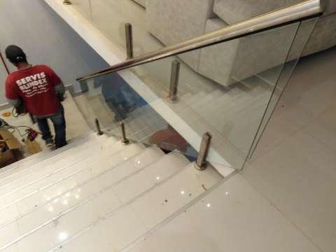 Baranda y escaleras en acero inoxidable y blindex - 0